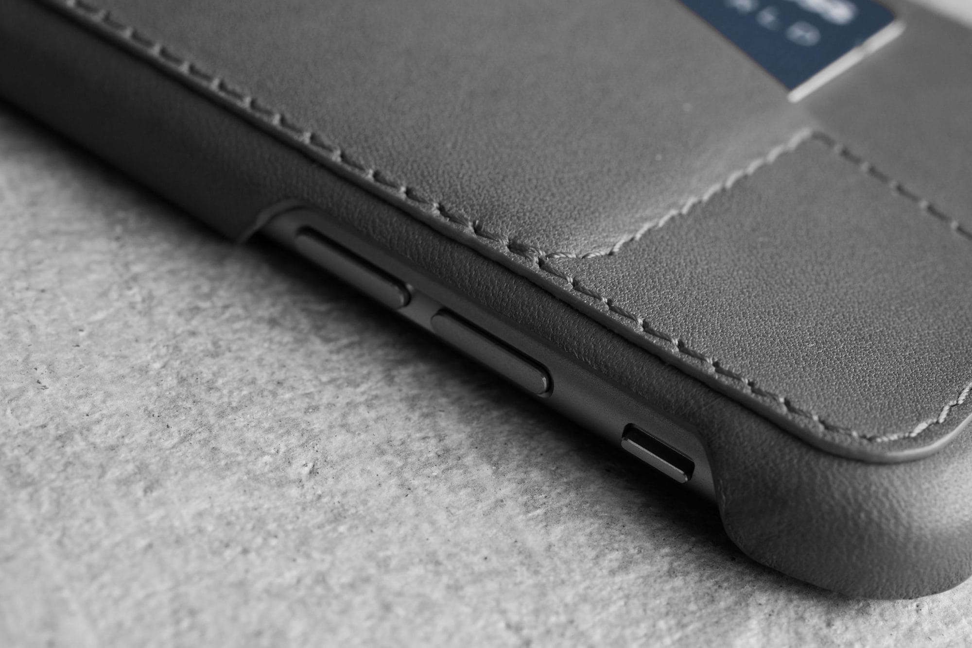 Leather Wallet Case 80° for iPhone 6 Gray Lifestyle 502